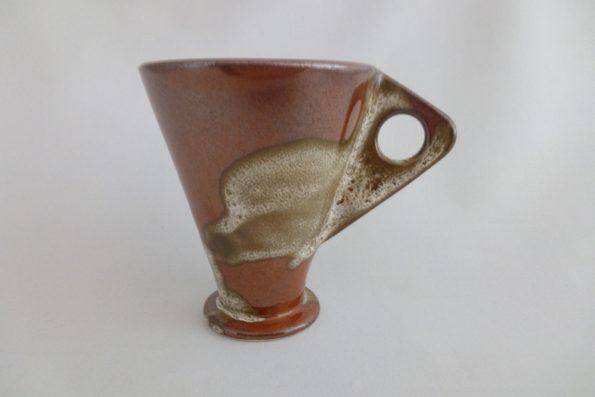 Tasse rouge avec anse triangle Corine