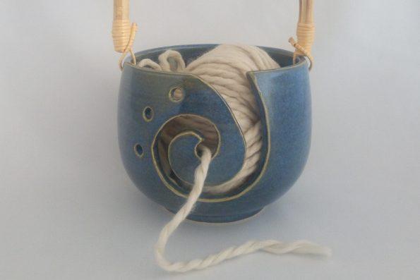 Bol à tricot bleu et coeur