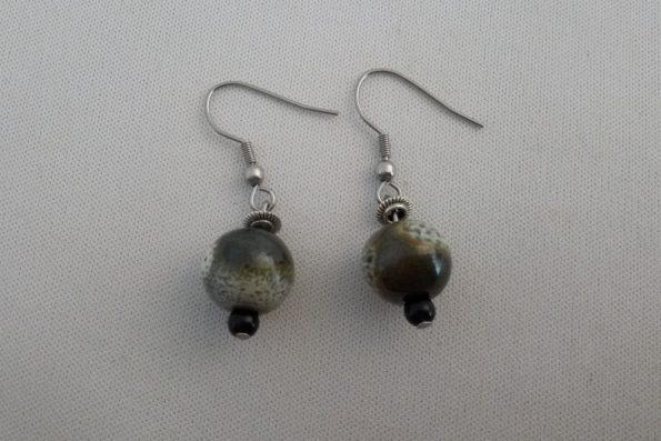 Boucles d'oreilles pendantes perles mouchetées