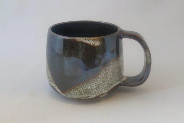 Mug moucheté noir et blanc en céramique