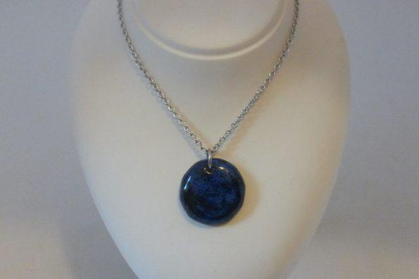 Collier pierre ronde bleue nuit en céramique