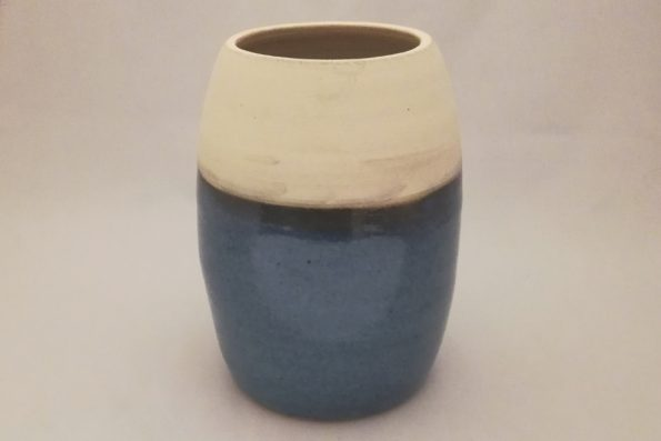 Vase ogive bleu brillant et blanc mat en céramique